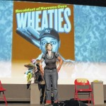 Comic's daughter ties crowd in 'Knotts'