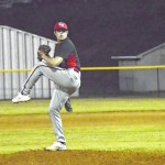 Hounds outlast Cards in pitchers' duel