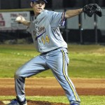 Hounds top Bears in pitchers' duel