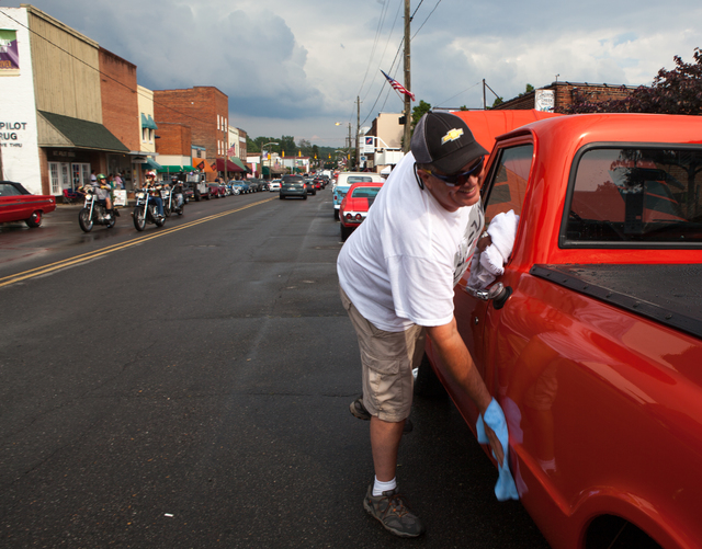 Troy Hoffman Of Archdale Wipes Water Off His Chevrolet C 10 At The Pilot Mountain Cruise In Held Saay