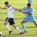 N. Forsyth hangs on, tops Eagles