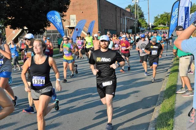 Team Relay Mens Hooded Sweatshirt The Des Moines Womens Half Marathon 5K