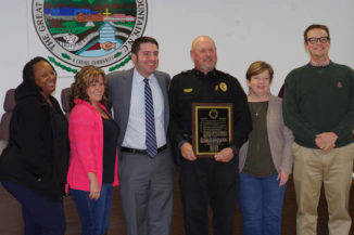 Pilot honors retiring police chief