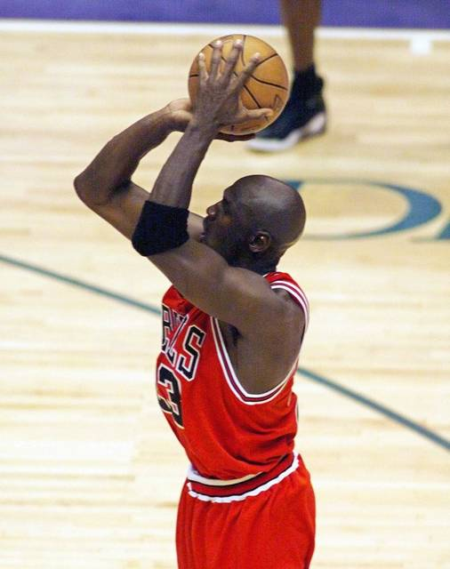 5-6 NBA Kids /& Youth Boys Assist Short Sleeve Shooter Tee Boston Celtics-Black-M